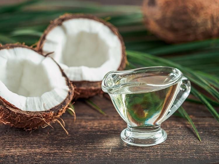Huile de coco riche en triglycérides à chaines moyennes